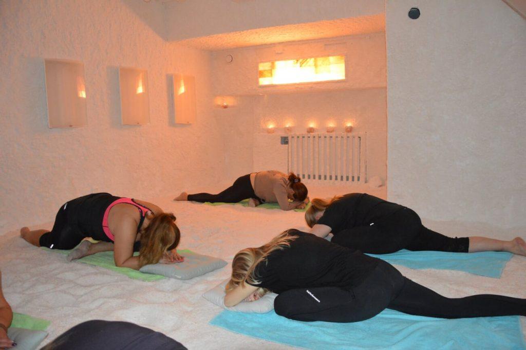 Yoga i saltrummet